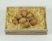Eggs in wooden crate — Stockfoto