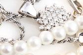 Collares, pulseras, diamantes y reloj — Foto de Stock