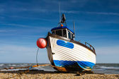 Fishing boat on Dungeness beach — Stock Photo
