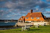 House on the coastline at Bosham near Chichester — Stock Photo