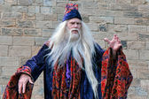 Dumbledore entertaining the crowds at Alnwick Castle — Stock Photo