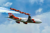 Virgin Atlantic - Boeing 747-400 and Red Arrows aerial display a — Stock Photo