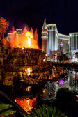 Volcano at the Mirage Hotel Las Vegas — Stock Photo