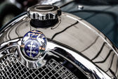 Badge grille and radiator cap on Lorraine-Dietrich car — Stock Photo