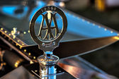Close-up AA badge on Rolls Royce Silver Dawn 1908 — Stock Photo
