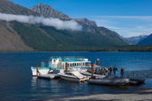 Boats moored to a jetty in Lake McDonald — Stock Photo