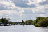 Rowing and boating on the River Thames between Hampton Court and — ストック写真