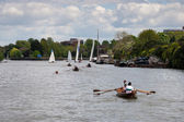 Rowing and sailing on the River Thames between Hampton Court and — ストック写真