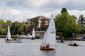 Sailing on the River Thames near Kingston-upon-Thames Surrey — Stock Photo