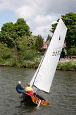 Sailing on the River Thames between Hampton Court and Richmond — Stock Photo