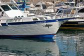 Segelbåtar och motorbåtar förtöjd i marinan i puerto del carmen — Stockfoto