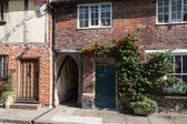 View of a cottage and the Holy Ghost alleyway in Sandwich Kent — Stock Photo