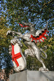 Boundary Griffin on a plinth at Victoria Embankment London — Stock Photo