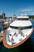 Dure motorjacht in vancouver haven — Stockfoto