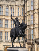 Richard the Lionheart statue outside the House of Lords — Stock Photo