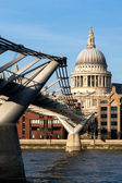 Millennium bridge and St Pauls Cathedral — Stock Photo