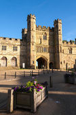 Evening sun on the Gatehouse Battle Abbey — Stock Photo