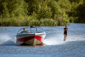 Water skiing at Wiremill Lake East Grinstead — Stock Photo