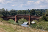 Historic road bridge over the River Rother at Bodiam — 图库照片