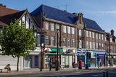 Blick auf london road geschäfte in east grinstead — Stockfoto
