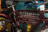 Very old cycle repair shop in East Grinstead — 图库照片