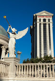 Angel playing bugle outside Caesars Palace — Stock Photo