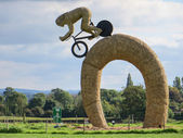 Olympic cyclist straw sculpture — Foto Stock