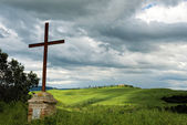 Rusty iron cross in Val d'Orcia Tuscany — Stock Photo