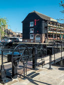 The Dickens Inn at St Katherines dock — Foto de Stock