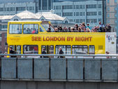 Tourist bus on London Bridge — Stock Photo