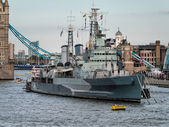 HMS Belfast anchored near Tower Bridge — Stock Photo