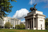 Monument to Wellington in the middle of Hyde Park Corner roundab — Stock Photo