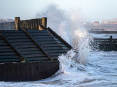 HOPTON-ON-SEA NORFOLK UK MARCH 2014 - Sea defences taking a batt — Stock Photo