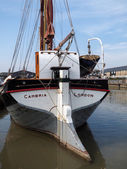 Close up view of the Cambria restored Thames sailing barge in Faversham Kent on March 29, 2014. Unidentified people — Stock Photo