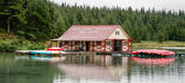 The boathouse at Maligne Lake — Stockfoto