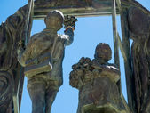 Boys and Window sculpture by Eduardo Soriano in Marbella — Stockfoto