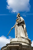 Statue outside St Paul's Cathedral — Stock Photo