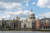 View towards St Paul's Cathedral from the River Thames — Stockfoto