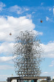 Anthony Gormley's Quantum Cloud sculpture next to North Greenwic — Stock Photo