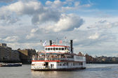 The Dixie Queen cruising along the River Thames — Stock Photo