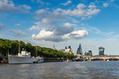 Floating restaurant and bar on the River Thames — Stockfoto