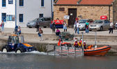 Launching the lifeboat at Staithes — Stock Photo