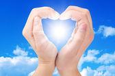 Twee handen vorm een hart — Stockfoto