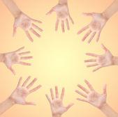 Cirkel gemaakt van handen — Stockfoto