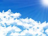 小さな雲と青い空を背景 — ストック写真