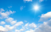 Beautiful sparse clouds in the blue sky — Stock Photo