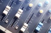 Vista superior do mixer de áudio com flare — Fotografia Stock