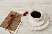 Valentine's day coffee set with greeting card — Stock Photo