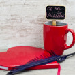 Red cup heart shaped notepad and quill — Stock Photo