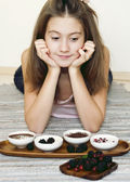 Girl and sweet staff with berries in porcelain bowls — Stock Photo
